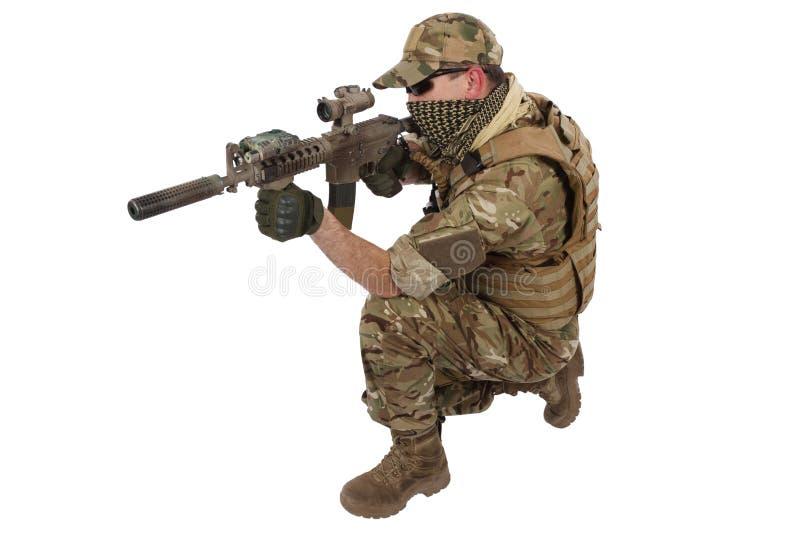Privater Militärauftragnehmer mit Karabiner M4 lizenzfreie stockbilder