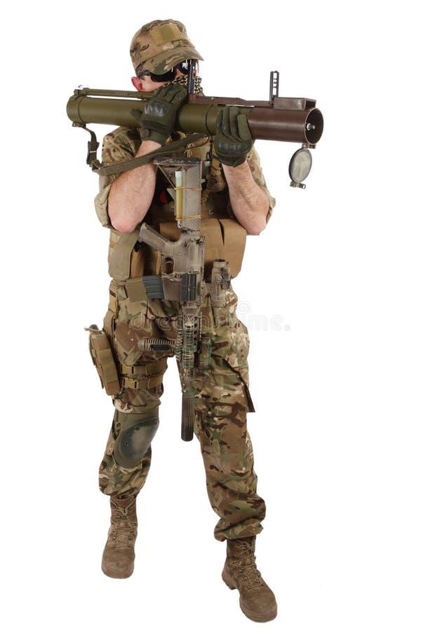 Privater Militärauftragnehmer mit RPG-Raketenwerfer lizenzfreie stockfotos
