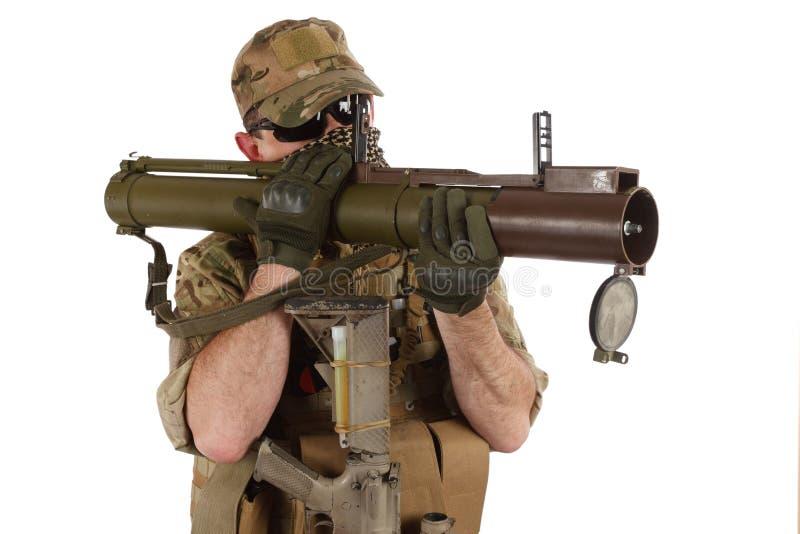 Privater Militärauftragnehmer mit RPG-Raketenwerfer stockbilder