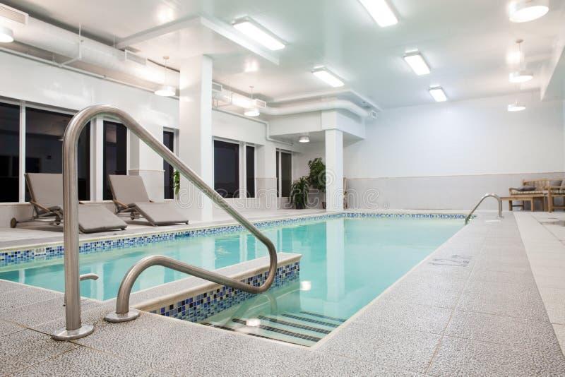 Privates Pool-Treppe stockbilder