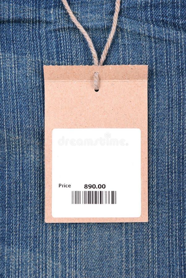 Prix à payer avec code barres sur des jeans images libres de droits