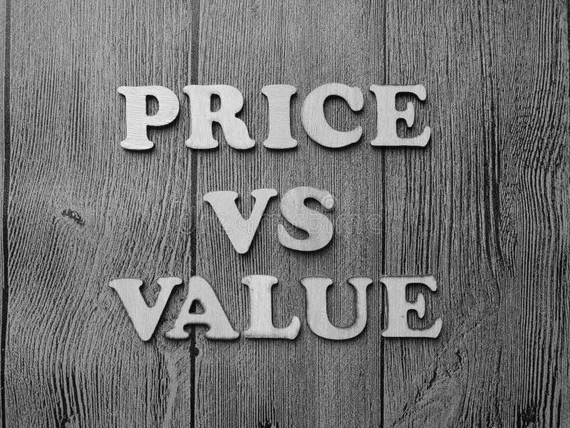 Prix contre la valeur, concept de motivation de citations de mots images stock