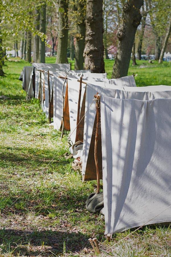 Prości namioty na festiwalu miejscu obrazy stock