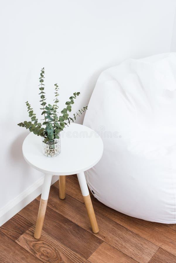 Prości wystrojów przedmioty, minimalistyczny biały wnętrze obraz royalty free