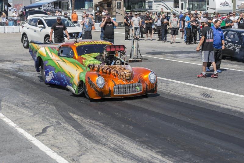 Pro-ändrings-friktionsbil som är klar att starta royaltyfria foton