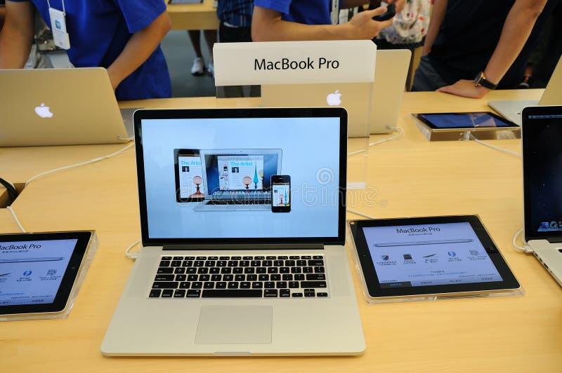 Pro affichage de Macbook dans la mémoire d'Apple photographie stock