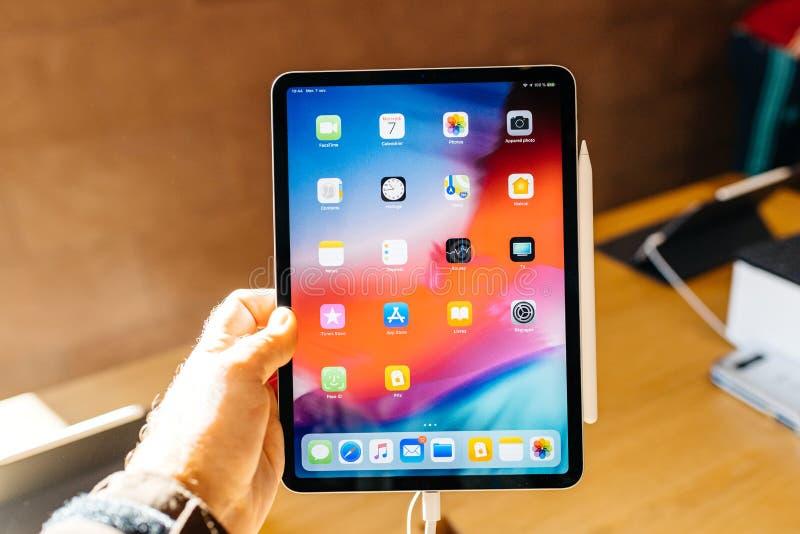 Pro apps dello schermo di casa della compressa del nuovo iPad dei calcolatori Apple fotografia stock libera da diritti