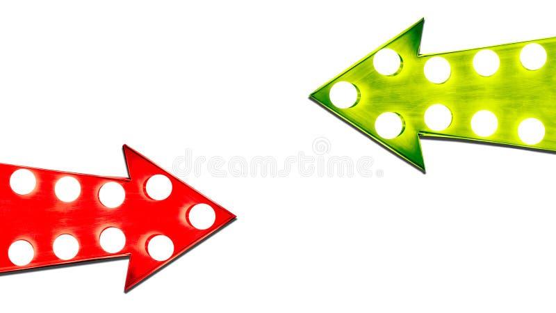 Pro - e - contro rosso e frecce d'annata di destra verde della foglia retro illuminate con le lampadine Immagine di concetto per  illustrazione di stock