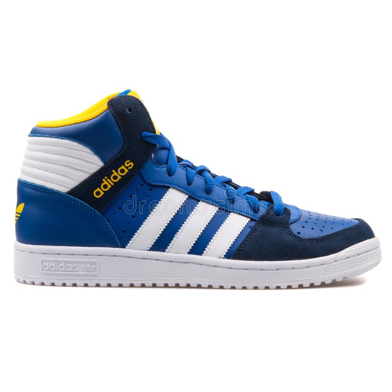 Pro gioco scarpa da tennis blu e bianca di 2 di Adidas fotografie stock libere da diritti