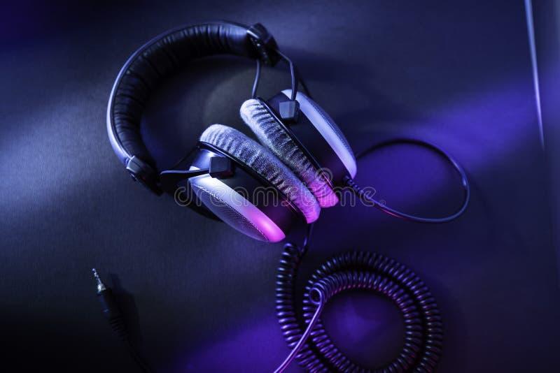 Pro het beheersen hoofdtelefoons voor audiophiles royalty-vrije stock fotografie
