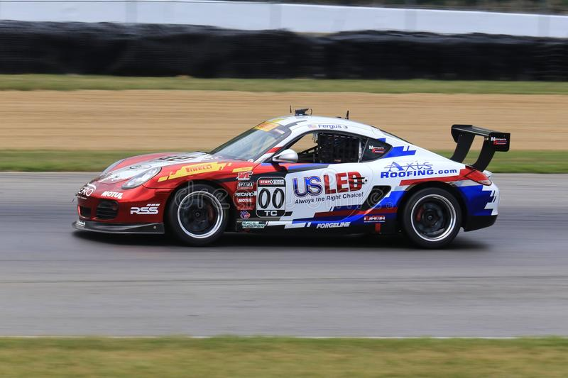 Pro macchina da corsa di Porsche Cayman sul corso fotografia stock