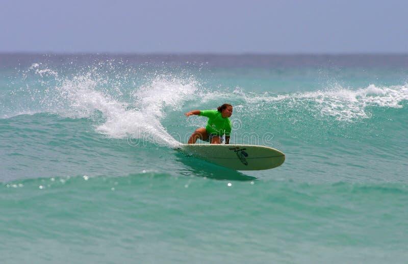 Pro surfer de Monahan de joie de fille de surfer photographie stock