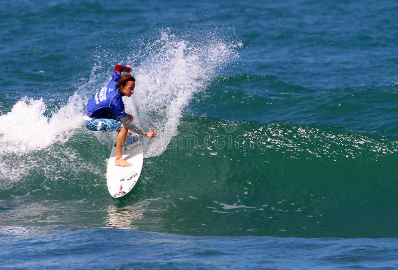 Pro surfer Tim Curran en concurrence photo stock