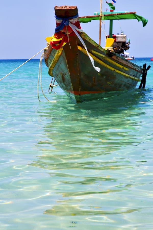 proa Ásia do barco o branco da ilha da baía de tao do kho imagens de stock
