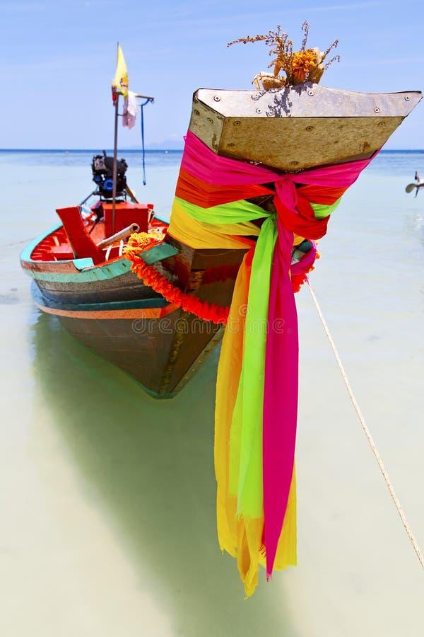 Proa Tailândia no pir azul da agua potável da ilha de Ásia da baía de tao do kho foto de stock