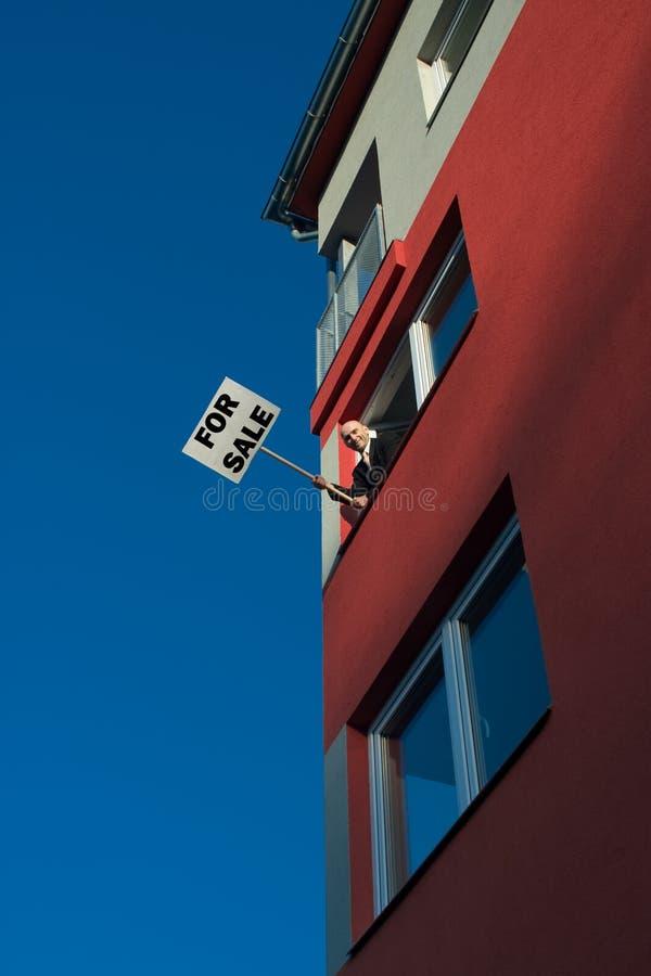 Proaktiver Immobilienmakler lizenzfreie stockbilder