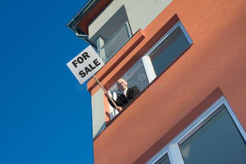Proaktiver Immobilienmakler stockfoto