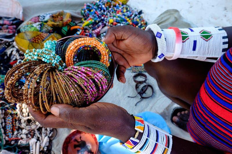 Probeentanz in einem Markthaus in Uroa Bay Sansibar stockfoto
