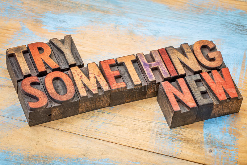 Probeer iets nieuw in houten type stock afbeelding
