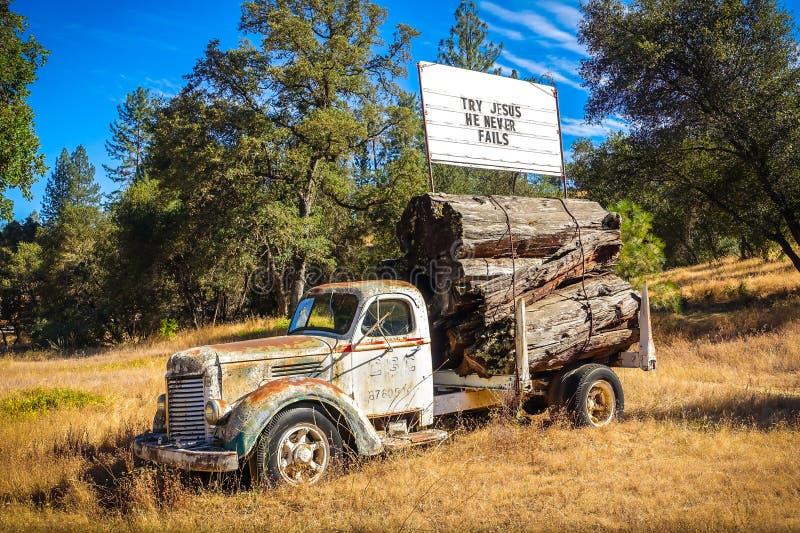 Probeer Jesus Sign op Verlaten Vrachtwagen stock foto's