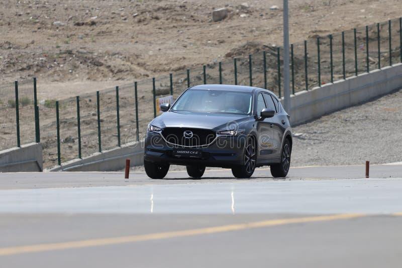 Probefahrt der zweiter Generation restyled Übergang SUV Mazdas CX-5 lizenzfreie stockfotografie