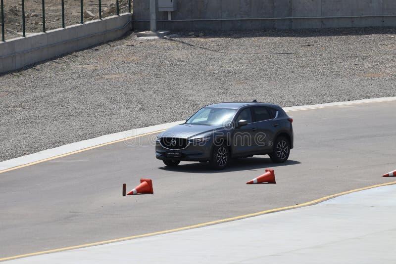 Probefahrt der zweiter Generation restyled Übergang SUV Mazdas CX-5 lizenzfreie stockfotos