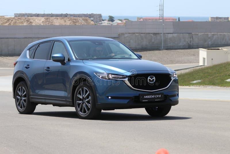 Probefahrt der zweiter Generation restyled Übergang SUV Mazdas CX-5 stockfotos