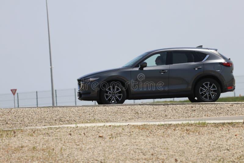 Probefahrt der zweiter Generation restyled Übergang SUV Mazdas CX-5 stockbild