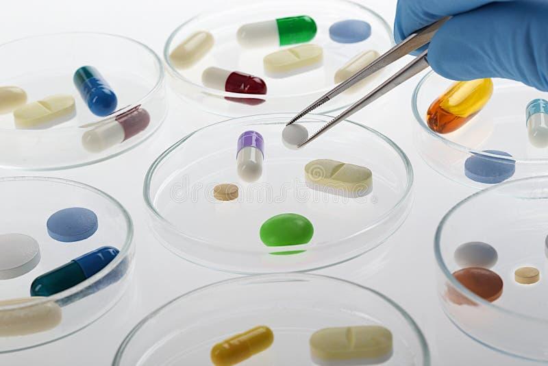Proben von Medizin, Pillen, Tabletten, Kapseln, stockfotografie