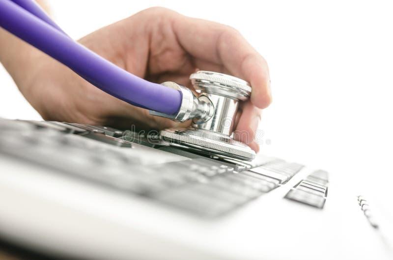 Probiercza klawiatura z stetoskopem zdjęcie royalty free