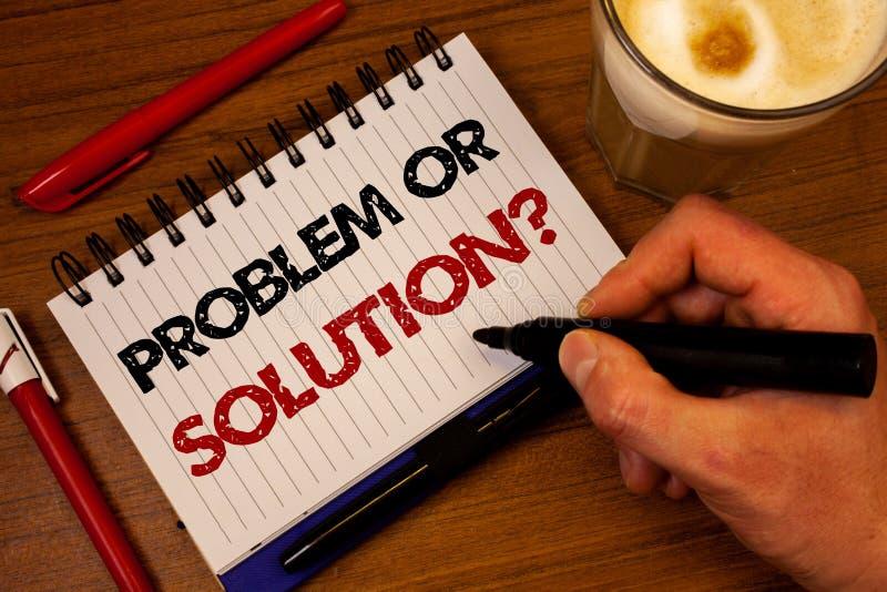 Problème des textes d'écriture de Word ou question de solution Le concept d'affaires pour Think résolvent l'analyse résolvant la  photographie stock