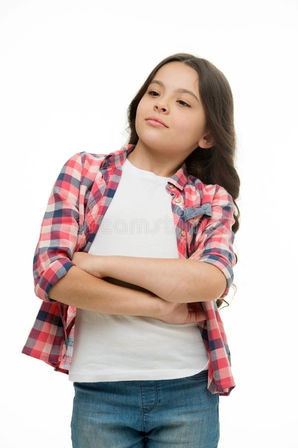Problème résolu Le visage sûr de fille sent la supériorité Les bras pliés par fille sur le coffre semble fond blanc frais et d'is photographie stock libre de droits