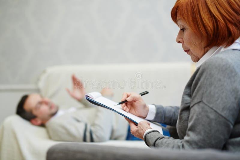 Probleembespreking met psycholoog stock foto