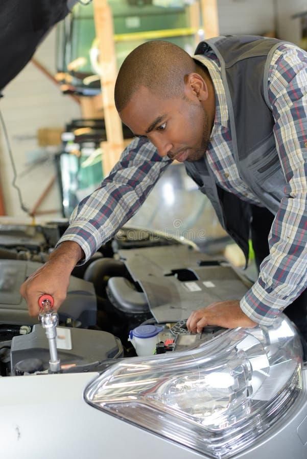Problema com motor de automóveis imagens de stock