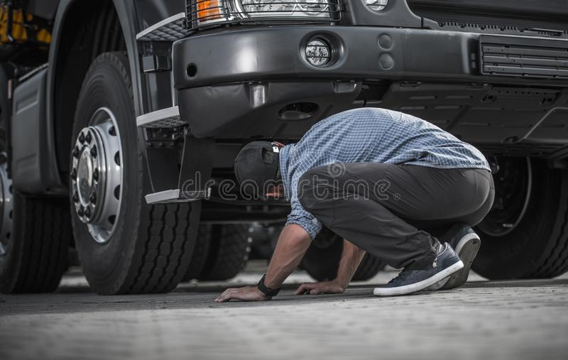 Problema con il camion rotto immagine stock libera da diritti
