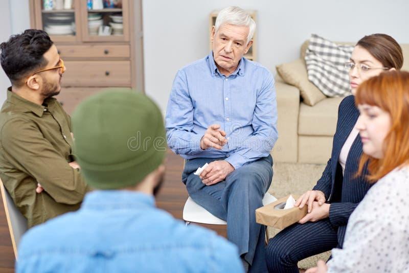 Problema de discussão paciente masculino foto de stock