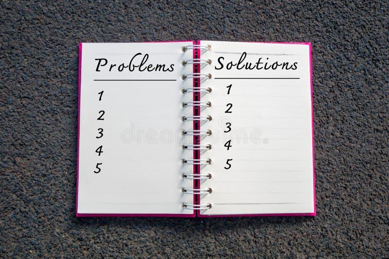 Problema e solução, conceito do negócio Problemas e lista das soluções no caderno branco imagem de stock