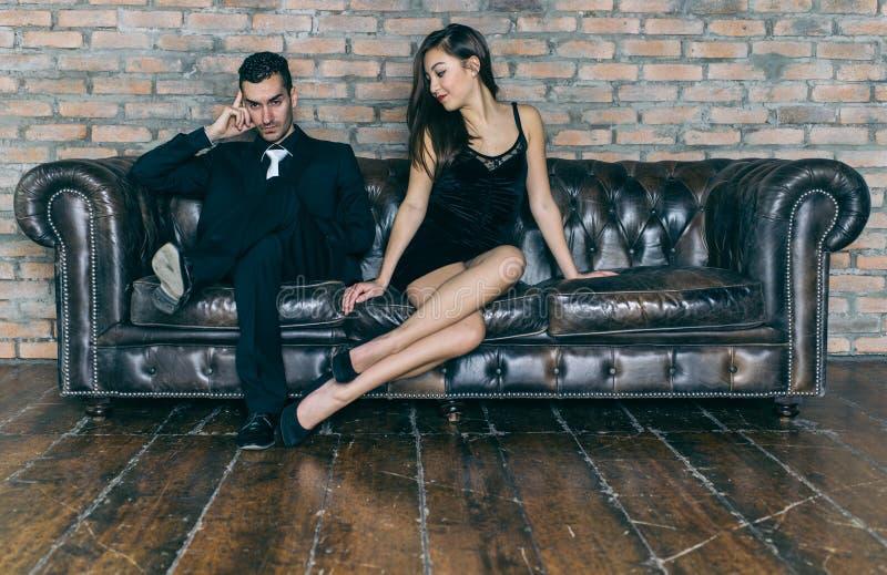 Problemas do relacionamento mulher que pede o forgivness fotografia de stock royalty free