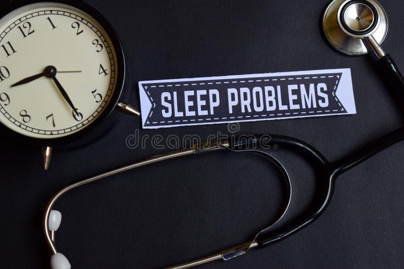 Problemas do sono no papel com inspiração do conceito dos cuidados médicos despertador, estetoscópio preto imagem de stock royalty free