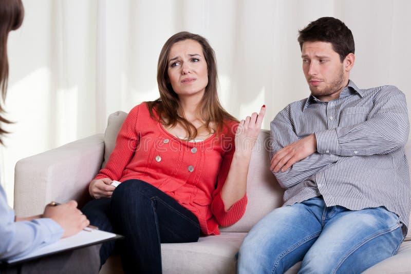 Problemen in jong huwelijk stock foto