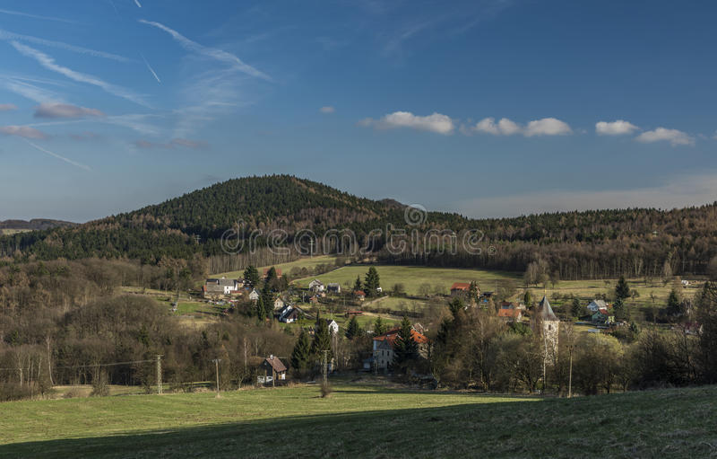 Probostov村庄在春天晴天 免版税库存照片