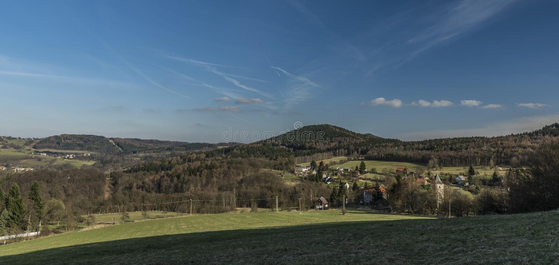 Probostov村庄在春天晴天 库存照片