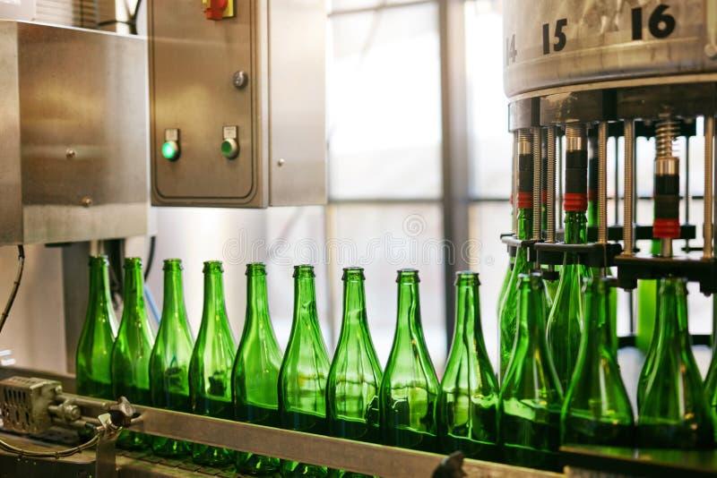 Procédé de brassage de bière sur la brasserie photo stock