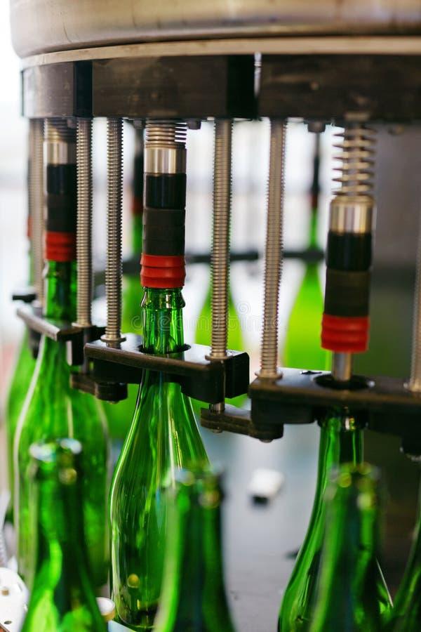 Procédé de brassage de bière sur la brasserie image stock
