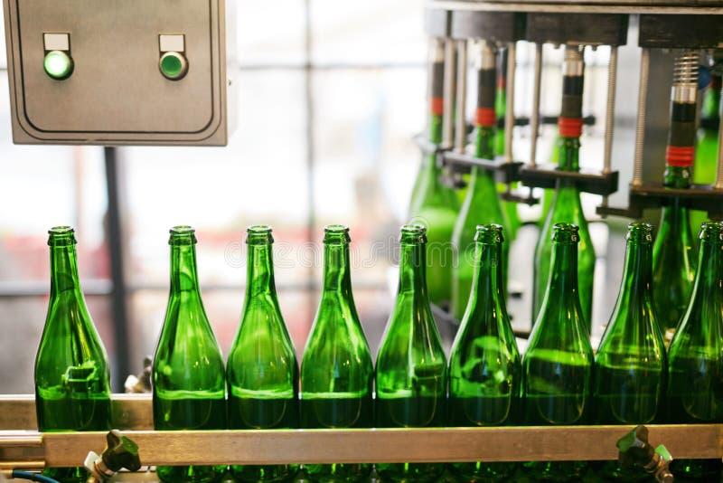 Procédé de brassage de bière sur la brasserie images stock