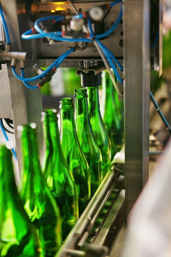 Procédé de brassage de bière sur la brasserie photographie stock libre de droits