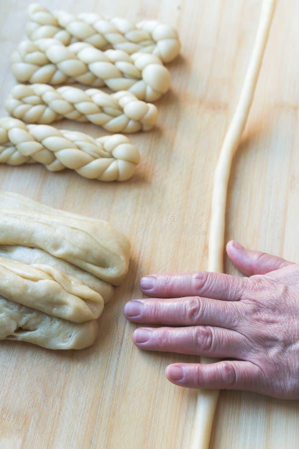 Procédé de fabrication de torsion de nourriture de chinois traditionnel photo libre de droits