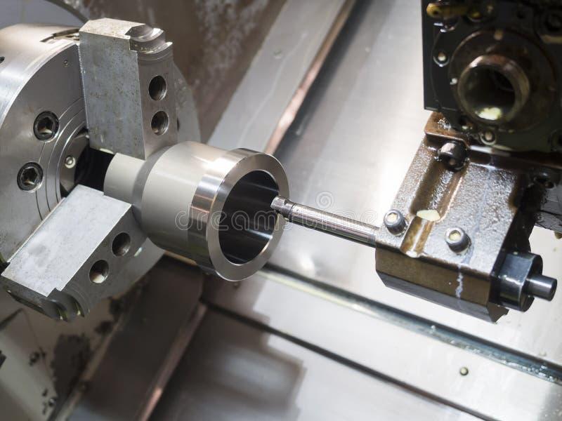 Procédé de usinage de métal ouvré industriel sur la commande numérique par ordinateur l photos libres de droits