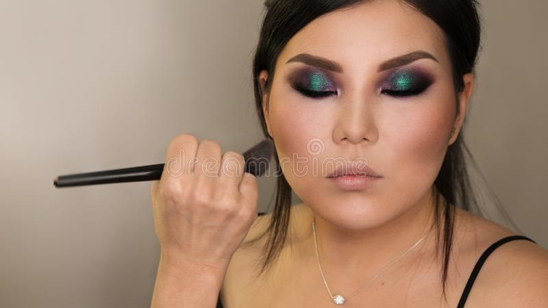 Proc?d? de cr?ation d'image Maquillage photographie stock