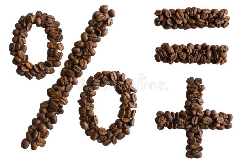 Procentu znak, równy znak plus znak i wykładał z piec aromatycznymi kawowymi fasolami odizolowywać na białym tle zdjęcia royalty free